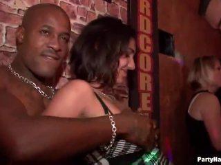 공공 섹스, 파티 소녀, 클럽