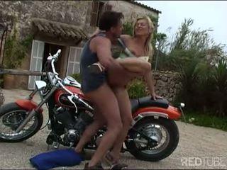 שובבי אמא שאני אוהב לדפוק אופנוען זיון ל a safe נסיעה