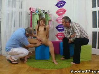 Spoiled virgins: ρωσικό κορίτσι has αυτήν νέος virgin μουνί checked.