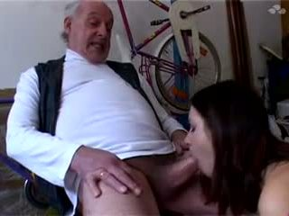 Papy a Les Crocs: 18 Years Old Porn Video b8