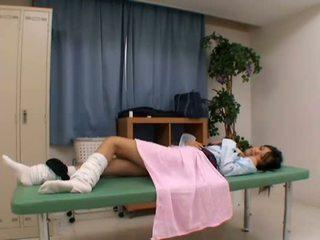 Zdemoralizowane doktor uses młody pacjent