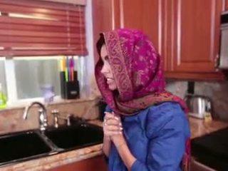 Arab násťročné ada gets a warm pička cream