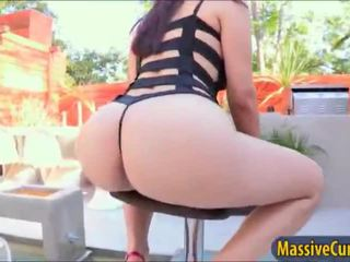 Big bokongé babeh valentina nappi shows off and doggy silit fuck