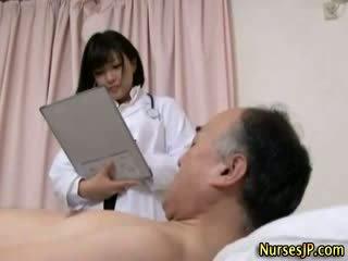 Jap hottie meditsiiniõde gets räpane