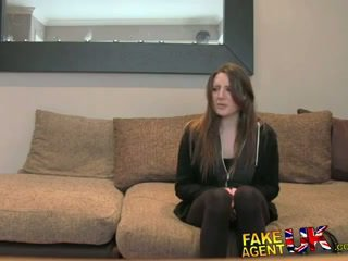 Fakeagentuk posh 젊은 영국의 소녀 gets 항문의 질내 사정 주조