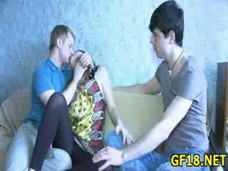 Seks apelim rreth assed zoçkë spreads gjatë këmbë i gjerë hapur dhe feels si e shëndoshë kar