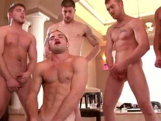 Bem built studs enjoying um gay orgia