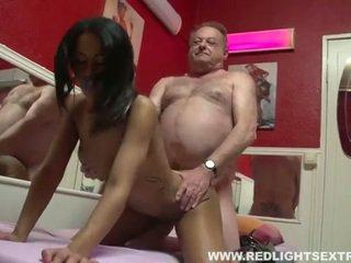 Umazano old pervert gets mlada vroče prostitutka na kamera