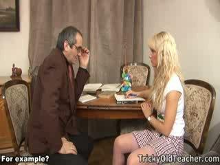 Draguta blondie inpulit brutally de ei pervers invatatoare.