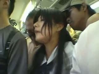 害羞 女孩 gangbanged 在 一 公 火车