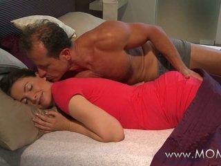 Mẹ chồng và vợ làm tình yêu trong các buổi sáng