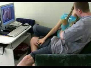 소녀 다음에 문 gets spreads 열린 에 홈 비디오 비디오