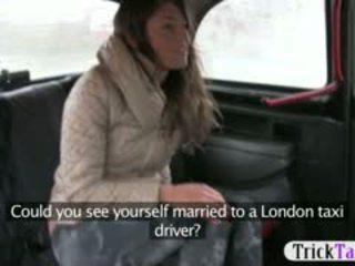Bé từ latvia tìm kiếm vì một chồng fucked lược qua cab driver