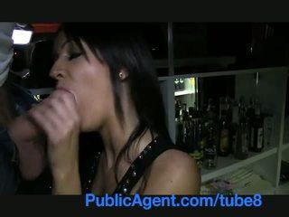 Publicagent সুন্দরী ইউরোপীয় মেয়ে barmaid gets হার্ডকোর পিছনে ঐ বার