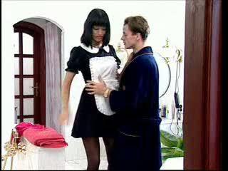 Anita בלונדינית הוא a סקסי עוזרת בית