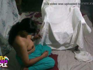 Mehukas intialainen vaimo swathi suullinen seksi