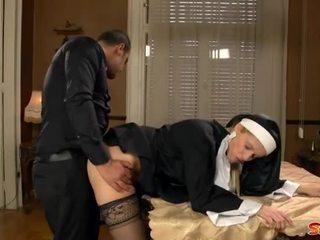 שובבי נזירה