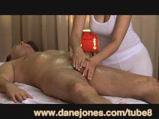 Danejones ilus rinnakas masseuse takes hoolitsemine kohta oma orgasm
