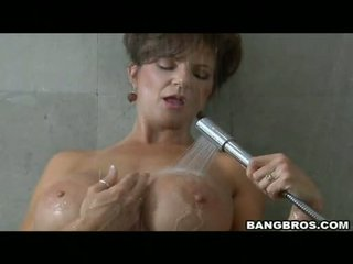 Pleasing Momma Deauxma Likes The Pleasure Of Getting Sauced On Her Mouth With Cum