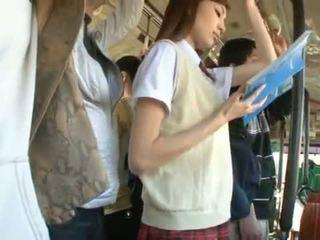 Kaori maeda has dela quente vagina pie fingered em um público autocarro