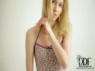 Doce camila strips & seduces