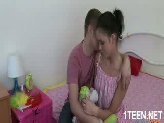 Akt horký dívka gets kozičky sucked a kouření