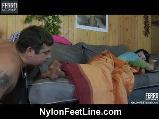 Uzbudinātas guy awaking a sleepy skaistule