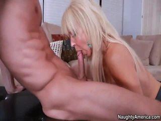 Kimainen blondi gymnasts
