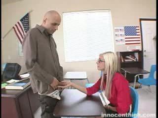 E dobët lavire fucks the mësues