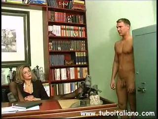 Piss; Italian Female Manager
