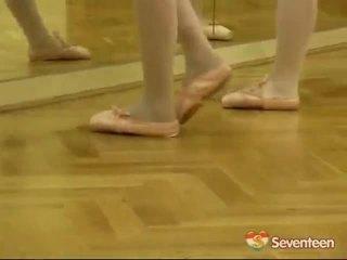 Wettelijk leeftijd teenagerage ballet meisjes