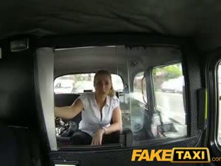 Faketaxi oral romantik kadın içinde taxi adam payback