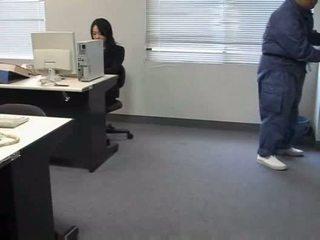 Molested nukkuva toimisto nainen