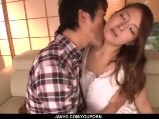 Nana ninomiya, kuum abielunaine, amazes hubby koos täis porno