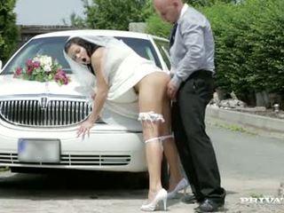 這裡 cums 該 新娘