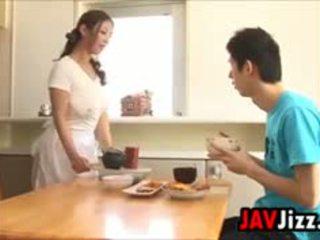 Σκληρά ιαπωνικό καβλί διασκέδαση σε ο κουζίνα