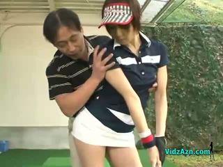 Langsing warga asia remaja enjoys menghisap beliau golf instuctors zakar/batang