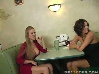 Abby rode và dylan ryder dụ dổ một waiter và chia của anh ấy python