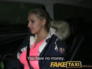 Faketaxi blondýnka s obrovský kozičky pays ji debt