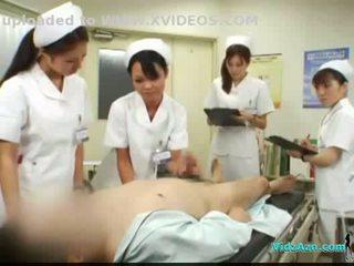 4 nurses giving handjob và blowjob vì bịnh nhân cum đến miệng