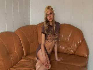 Russo principessa stripping su il sofa