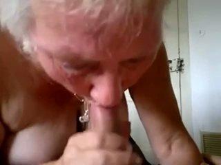 Bunicuta suge tineri pula și obține sperma în gură