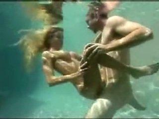 Underwater bayan