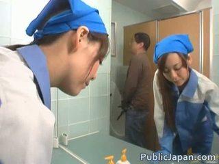 Ασιάτης/ισσα executive κορίτσι πατήσαμε σε ένα δημόσιο λεωφορείο ελεύθερα βίντεο