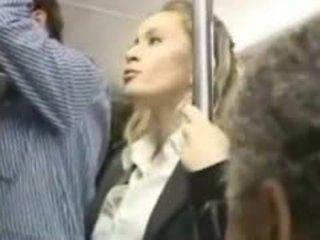 Flicka molested i den tåg