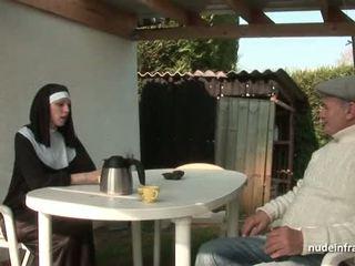 Jaunas prancūziškas vienuolė pakliuvom sunkus į seksas tryse su papy vujaristas