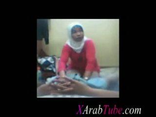 Hijab schwanz massage
