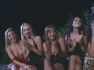 Incredible vše lesbička gangbang s strap na dildos.