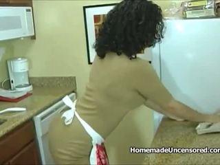 热 业余 家庭主妇 钻 在 该 厨房: 自由 色情 95