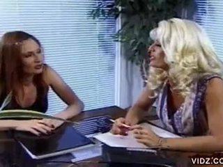 Nikki steele at deva station supsupin puke sa Mainit lesbiyan video